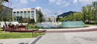 Yonsei Campus + Säule + Fontäne