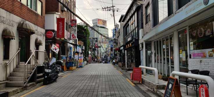 Sinchon_Street_1